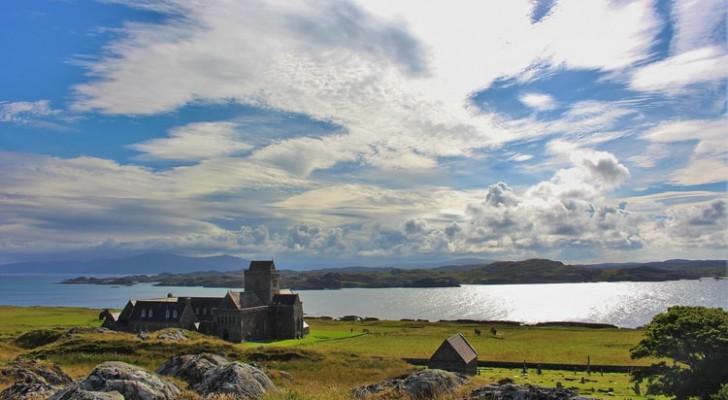 Een school met 3 leerlingen op een afgelegen eiland in Schotland zoekt een directeur: de school biedt €66.000 per jaar