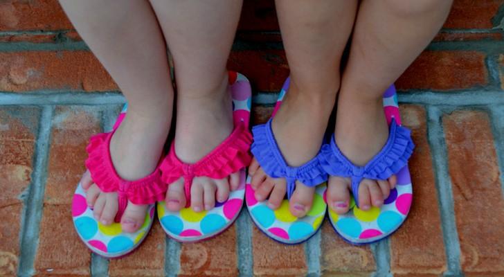 Sono per tutti, maschietti e femminucce: la risposta di un bimbo criticato per aver indossato sandali rosa