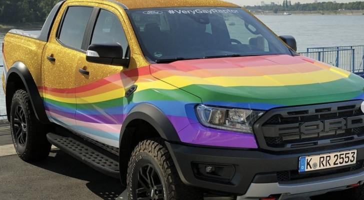 Ford presenta un pick-up arcobaleno per rispondere ad un commento omofobo