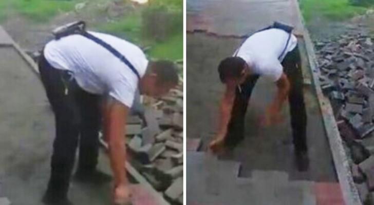 Een werknemer heeft zijn salaris al 3 maanden niet ontvangen: hij neemt wraak door alle tegels die hij had gelegd te verwijderen