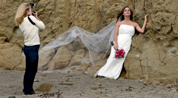 Photographer deletes the bride and groom's wedding photographs in front of their eyes: a wedding that will be difficult to forget