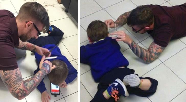 Un coiffeur s'allonge pour calmer un enfant autiste qui devait se faire couper les cheveux