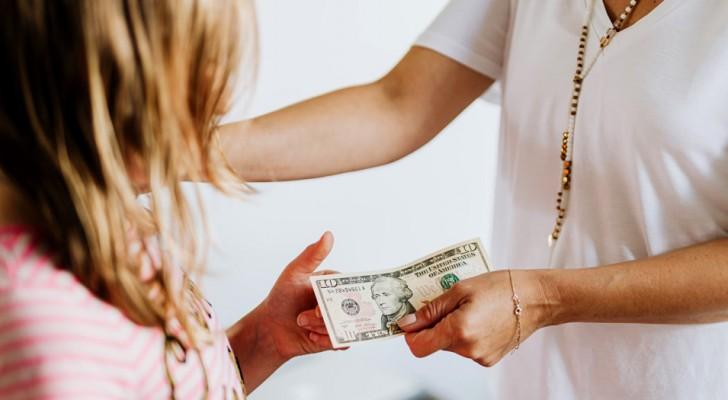 La abuela le regalaba dinero de su bolsillo a la nieta, pero descubre que la nuera se estaba embolsando el dinero: ahora la amenaza con demandarla