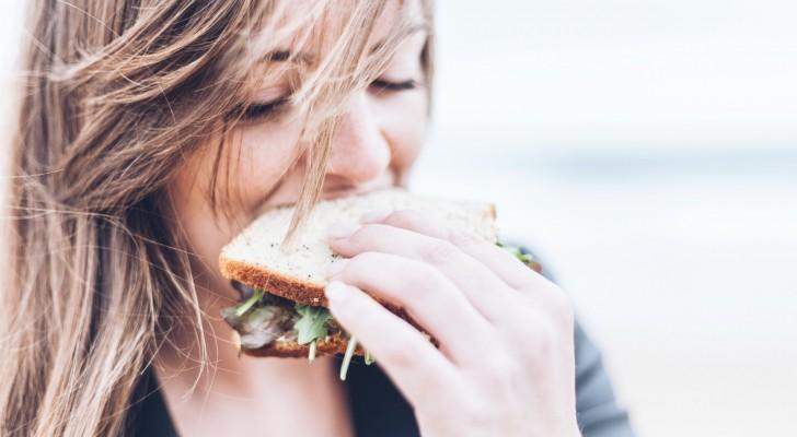 Chiede alla fidanzata benestante di non mangiare troppo a casa della nonna: la risposta egoista
