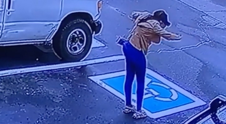 Telecamera di sicurezza riprende il ballo di gioia di una senzatetto: ha superato il colloquio di lavoro (VIDEO)