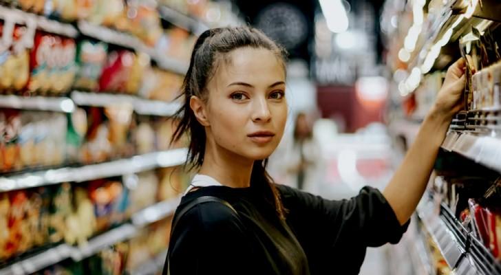 Mulher vegana acusa o supermercado de enganá-la: teriam feito com que ela comesse carne sem saber