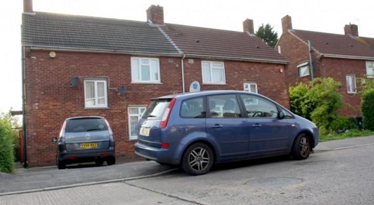 """Hij parkeert per ongeluk op een privé-weg: de eigenaren blokkeren de auto en vragen geld voor het """"vrijgeven"""""""