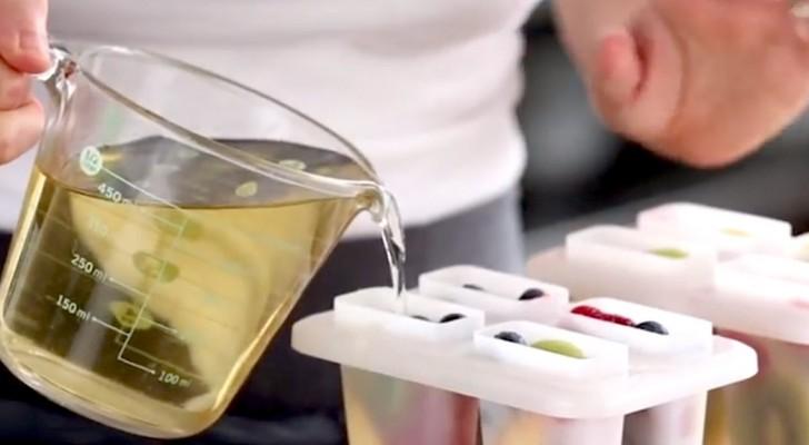 Coloca no congelador suco de uva e fruta: o resultado é lindo e nutriente!