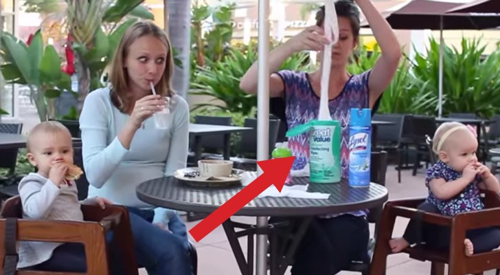 Zwei Mütter setzen sich an den Tisch: Was dann passiert, ist lustig!