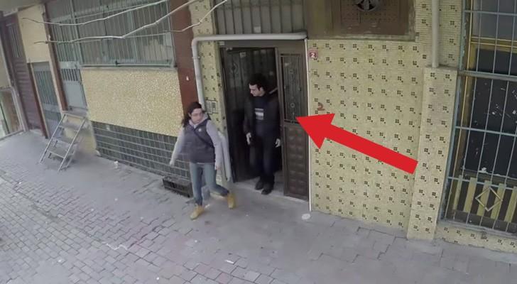 Un ragazzo sordo cammina per strada: ciò che avviene intorno a lui lo farà commuovere