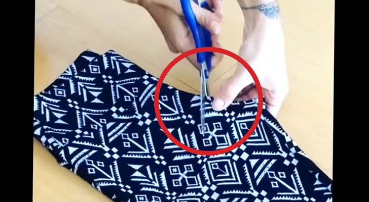 She cut off a piece from her leggings, the result is AWESOME !