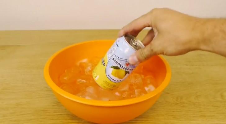 Inserisce la limonata nella bacinella... Dopo 2 minuti il risultato è incredibile!