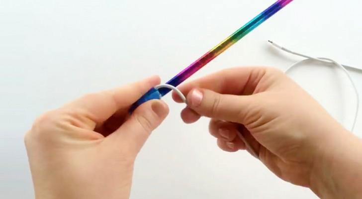 Arrotola il cavo del cellulare intorno a una matita: il suo trucco è davvero UTILISSIMO