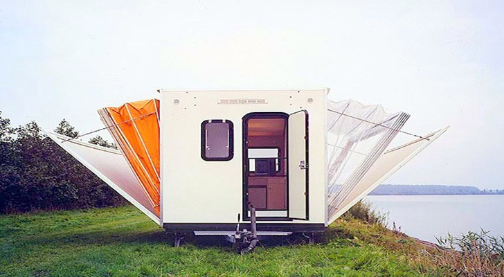 The design of this camper is incredible: look what happens to the walls ... Wow!