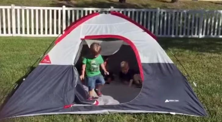 eine mutter filmt ihre kinder im zelt aber als sie heraus. Black Bedroom Furniture Sets. Home Design Ideas