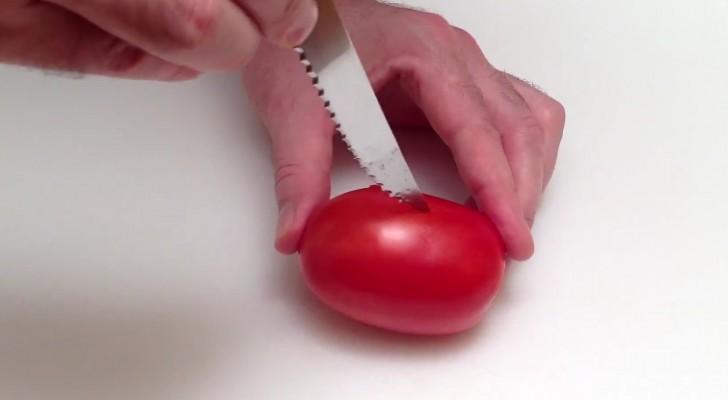 En coupant une tomate, il crée en quelques secondes un plat FABULEUX ... A essayer!