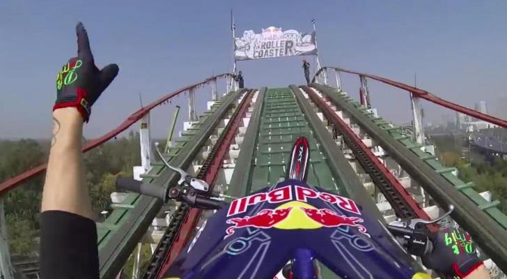 He goes with his bike on a rollercoaster: what he does is scary!