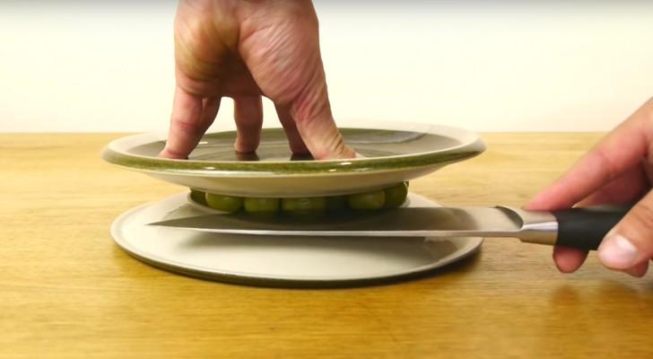 Med några få enkla steg kommer ni kunna förbereda den SNABBASTE fruktsalladen ni någonsin ätit