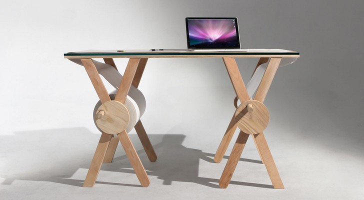 Op dit bureau met papier op rol kan je honderden meters aan ideeën en ontwerpen kwijt