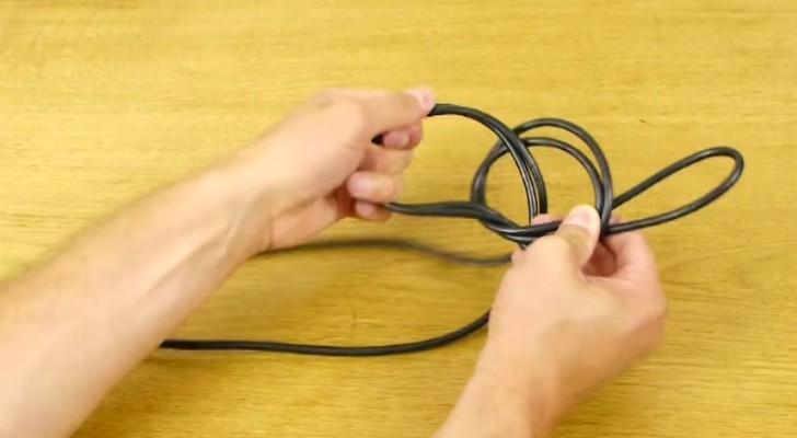 Hij vlecht een kabel als oplossing voor een zeer vervelend probleem