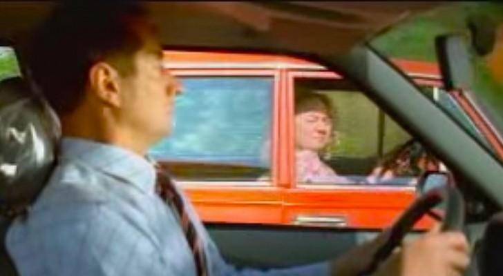 En gammal dam sätter sig i bilen... och hon har en djävulskt plan!