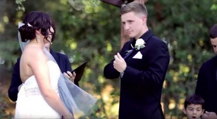 Lo sposo prende il microfono per il suo voto di nozze, ma ciò che sta per fare è inaspettato!