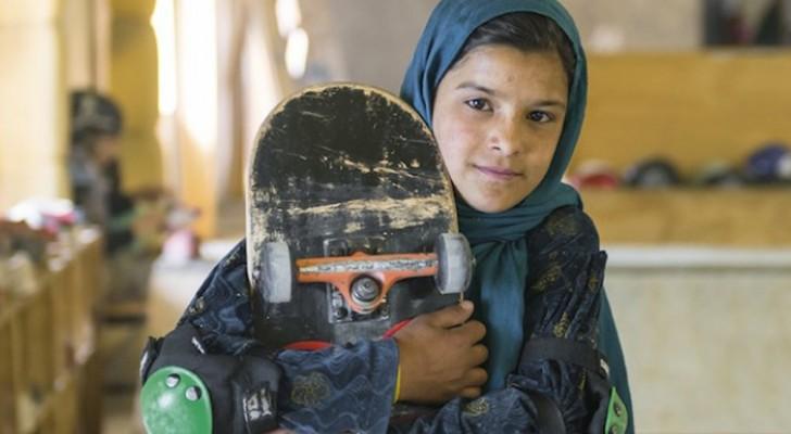 Questi ritratti di ragazze afgane in skateboard vi mostrano il lato più emozionante dello sport