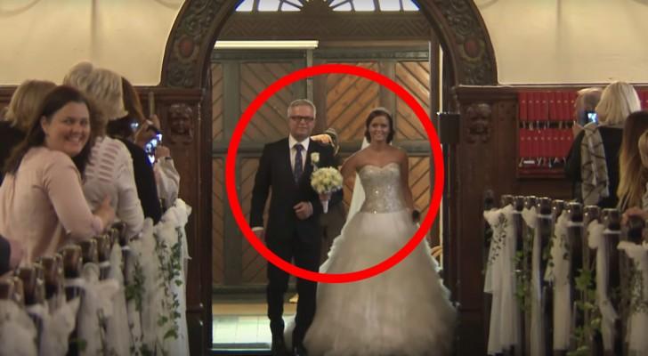 La novia y su padre entran en la iglesia...lo que estan por hacer asombrara tambien al esposo!