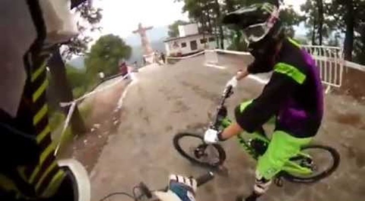 Waghalsiges Downhill-Mountainbiking