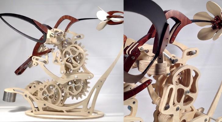 Cette élégante sculpture en bois réussit à reproduire parfaitement le vol d'un colibri