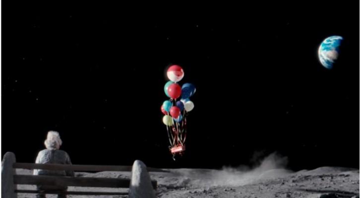 Een man woont alleen op de maan: deze video weet de hele wereld te raken...