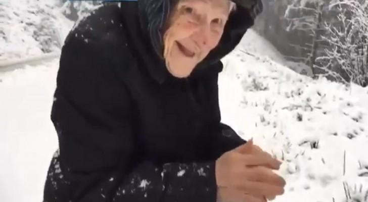 En kvinna som är 101 år frågar sin son att stanna i snön: orsaken kommer att beröra er