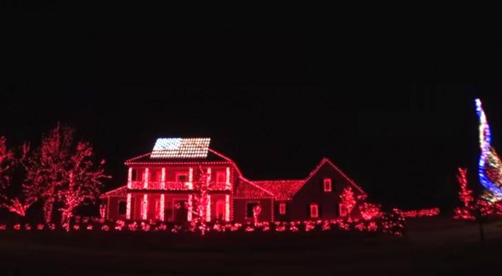 Inizia con delle luci rosse sulla casa, ma poco dopo lo spettacolo è grandioso