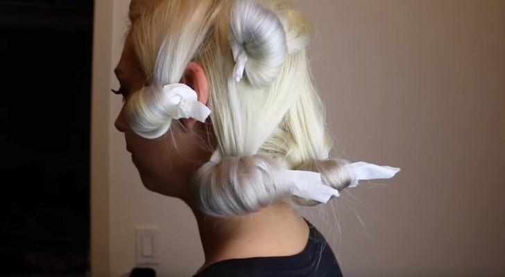 Elle enroule ses cheveux dans du papier toilette: le résultat est digne d'un professionnel!