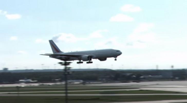 In dit korte filmpje zie je een vliegtuig landen zoals je nog NOOIT een vliegtuig hebt zien landen!