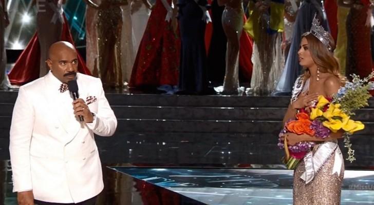 Le présentateur couronne Miss Univers... mais il va s'apercevoir d'un TERRIBLE détail