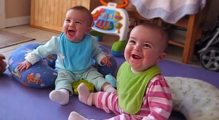 Pappan säger Jag är hemma... och tvillingarnas reaktion är ovärderlig!