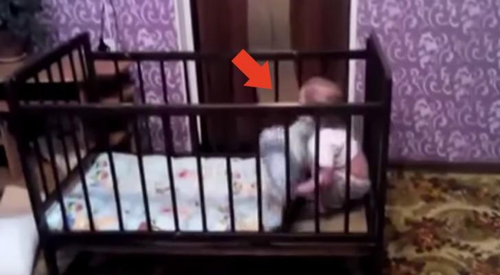 Een kind in een babybedje met een GENIAAL ontsnappingsplan...
