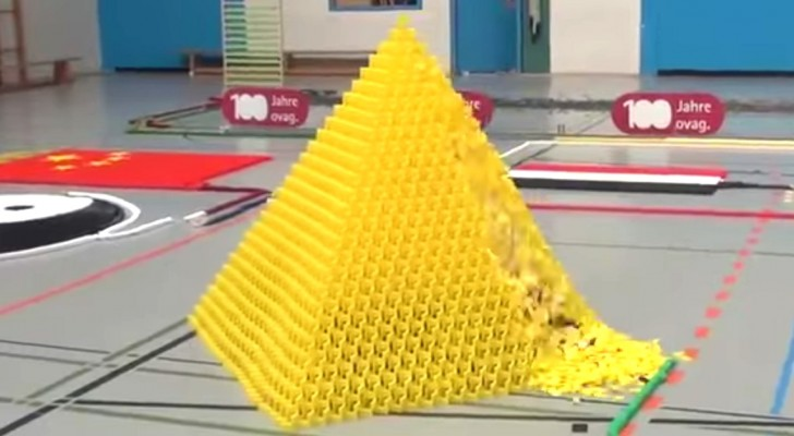 In a few minutes 128,000 dominoes create a unique show