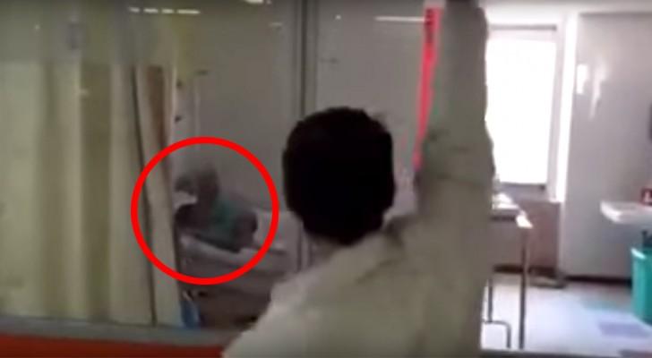 De patiënten van dit ziekenhuis worden verrast met een optreden dat hun dag een beetje minder zwaar zal maken...