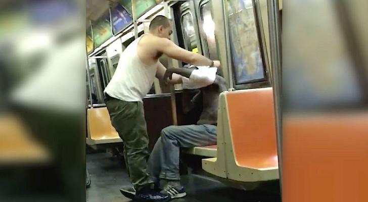 Ein Mann sieht einen Obdachlosen in der U-Bahn..Wie er ihm hilft, ist berührend