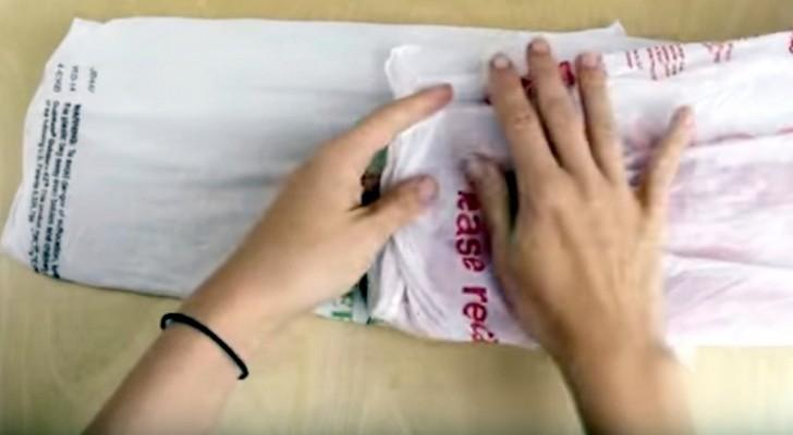 Hier zie je hoe je 100 plastic zakjes op eenvoudige en PRAKTISCHE wijze kunt opbergen!