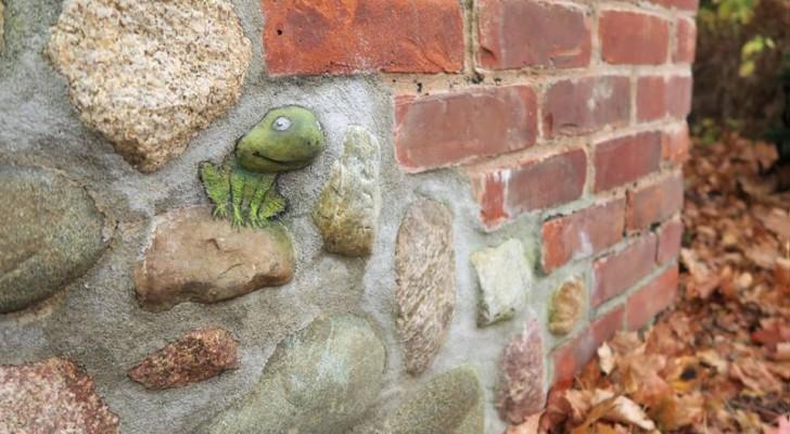Dit lijkt een gewone bakstenen muur, maar er zit iets kleins op... dat een verhaal vertelt