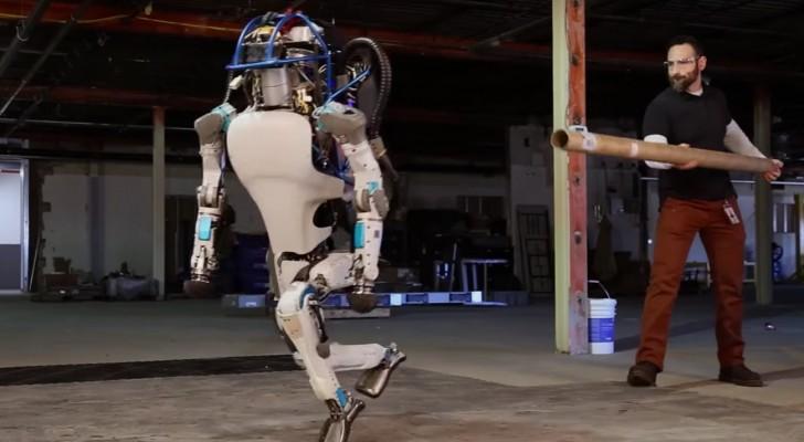 Denna robot har otroliga förmågor: när den faller ner på marken så kommer ni att förstå varför