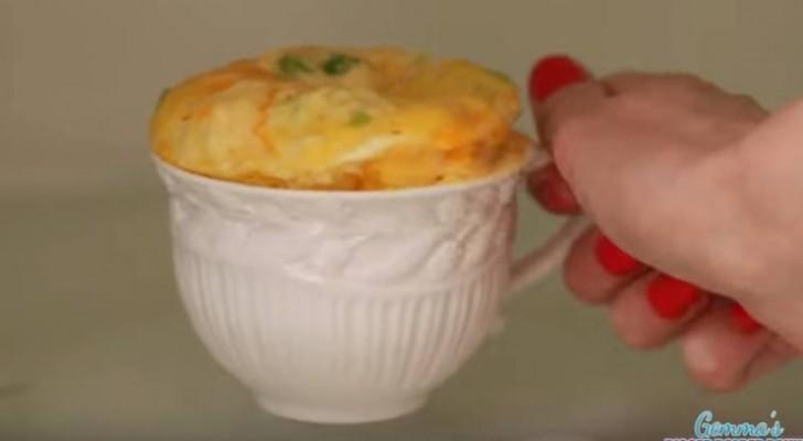 Mette tutti gli ingredienti in una tazza. Il risultato? Veloce e irresistibile