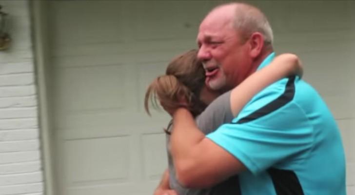 Hij verkocht zijn auto uit liefde voor zijn gezin: jaren later krijgt hij de verrassing van zijn leven