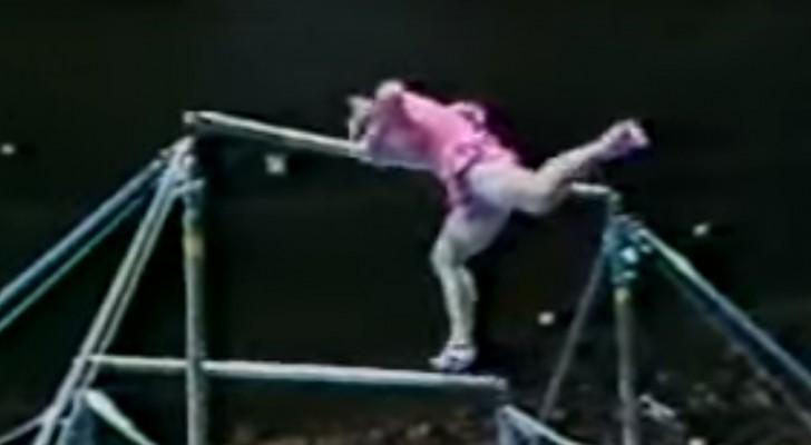 Una ginnasta sembra perdere l'equilibrio... ma non perdetevi il seguito