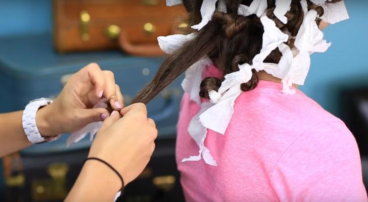 Arrotola i capelli attorno alla carta da cucina... Il risultato? Fantastico!