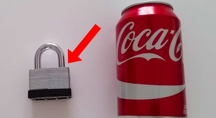 Perdeu a chave do cadeado? Pegue uma latinha de refrigerante e mãos à obra...