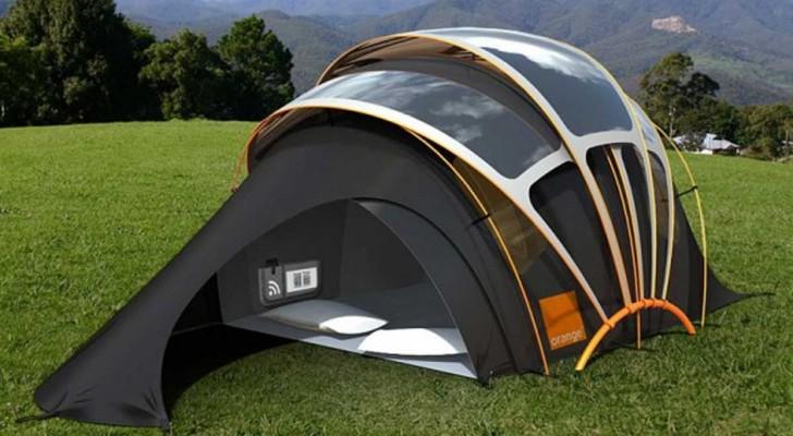 Un'azienda ha creato una tenda da campeggio che fornisce luce, calore, elettricità ed internet